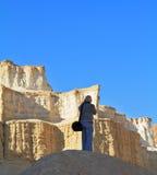 游人在死海的峡谷拍摄 免版税库存照片