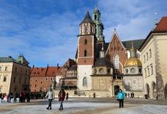 游人在Wawel的疆土防御 免版税库存照片