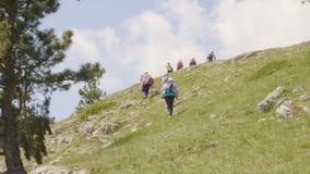 游人攀登远足青山风景石头 影视素材