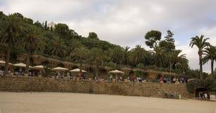 游人敬佩公园Guell 免版税库存照片