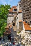 游人敬佩麸皮城堡也知道当德雷库拉城堡在布拉索夫,罗马尼亚附近 库存图片
