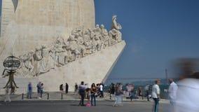 游人时间间隔纪念碑的对发现,里斯本,葡萄牙 股票视频