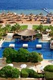游人是在度假在普遍的旅馆 库存图片