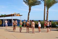 游人是在度假在普遍的旅馆 免版税图库摄影