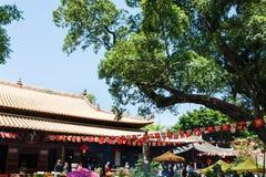游人法庭上光孝寺在广州 库存图片