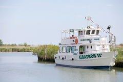 游人的小船 免版税库存照片