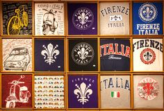 游人的许多五颜六色的纪念品T恤杉有托斯卡纳的普遍的标志的 库存图片