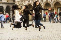 游人自由在布鲁塞尔布鲁塞尔大广场 图库摄影