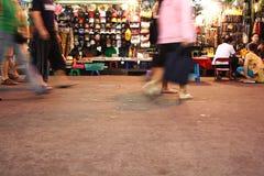游人通过2006年11月的Kao圣路走 免版税库存照片