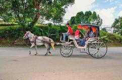游人采取乘驾在一个周末期间在博物馆Sungai Lembing,关丹,彭亨,马来西亚 免版税图库摄影