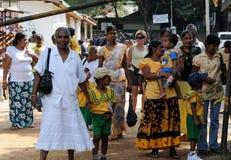 游人去大象孤儿院在Pinnawala 库存照片