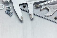 游标卡尺、板钳和其他工具为修理在sc 免版税图库摄影
