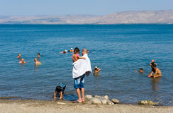 游泳在加利利海 库存照片
