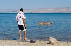 游泳在加利利海 免版税库存图片