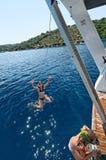 游泳在小船的女孩 免版税库存图片