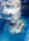 游泳在池 免版税库存照片
