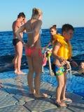 游泳在海的人 免版税库存图片