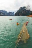 游泳在水坝 免版税库存图片