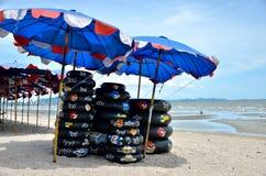 游泳在Bangsaen海滩, Chonburi,泰国的圆环 图库摄影