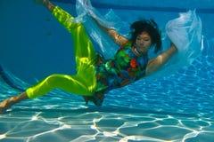 游泳少年面纱的女孩 库存照片