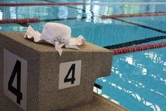 游泳放松 免版税库存图片
