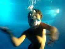 游泳是乐趣!!!! 库存图片