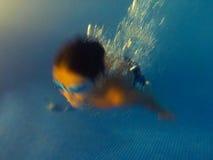 游泳是乐趣!!!! 库存照片