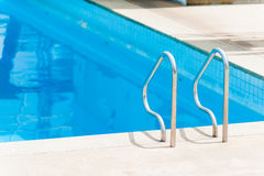 游泳梯子 免版税库存图片
