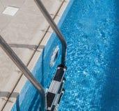 游泳民意测验梯子 免版税库存照片