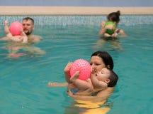 游泳池乐趣 免版税库存照片