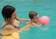 游泳池乐趣 库存图片
