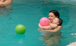 游泳池乐趣 免版税图库摄影