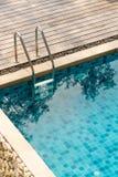 游泳池台阶 图库摄影