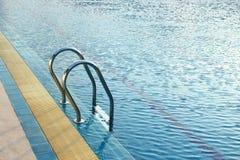 游泳池台阶 免版税图库摄影