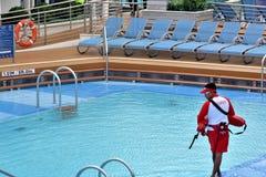 游泳池和维护 免版税库存图片