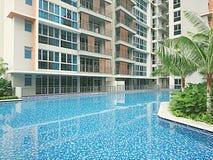 游泳池在一个新的公寓房 免版税图库摄影