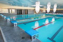 游泳池在一家五星旅馆的温泉中心在Kranevo,保加利亚 免版税图库摄影