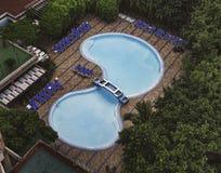 游泳池在一家旅馆在哈瓦那 免版税库存照片