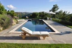游泳池在乡下 免版税库存图片