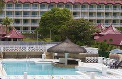 游泳池在旅馆里 库存照片