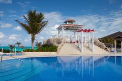 游泳池在旅馆Gaviota Cayo圣玛丽亚里 古巴 免版税库存照片