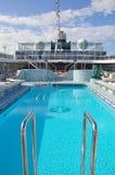 游泳池在机上水晶平静游轮露天甲板 免版税库存图片