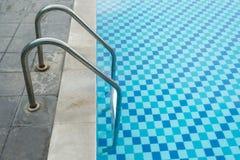 游泳池在热带旅馆,苏梅岛,泰国里 免版税库存图片