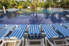 游泳池在豪华旅游胜地,里维埃拉玛雅人,墨西哥 免版税库存照片