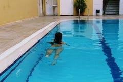 游泳池在Kleopatra海滩旅馆阿拉尼亚,土耳其里 图库摄影