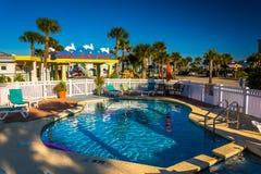 游泳池在Vilano海滩的,佛罗里达不可思议的海滩旅馆 免版税库存照片