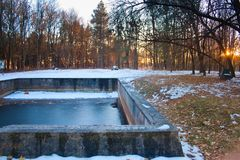 游泳池在Werwolf,阿道夫・希特勒` s总部废墟,炸开抗性具体地堡, Stryzhavka,文尼察地区 库存图片