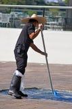 游泳池服务技术员 图库摄影