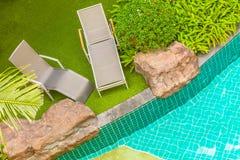 游泳池椅子 图库摄影