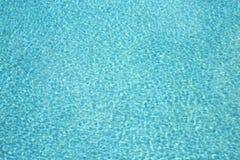 游泳池水波纹 免版税库存图片